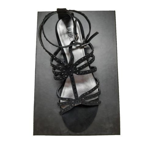 andali bassi in pelle con fascette incrociate, chiusura con cinturino regolabile con fibbia alla caviglia. Made in: Italia Codice prodotto: 8G9LW3230_700